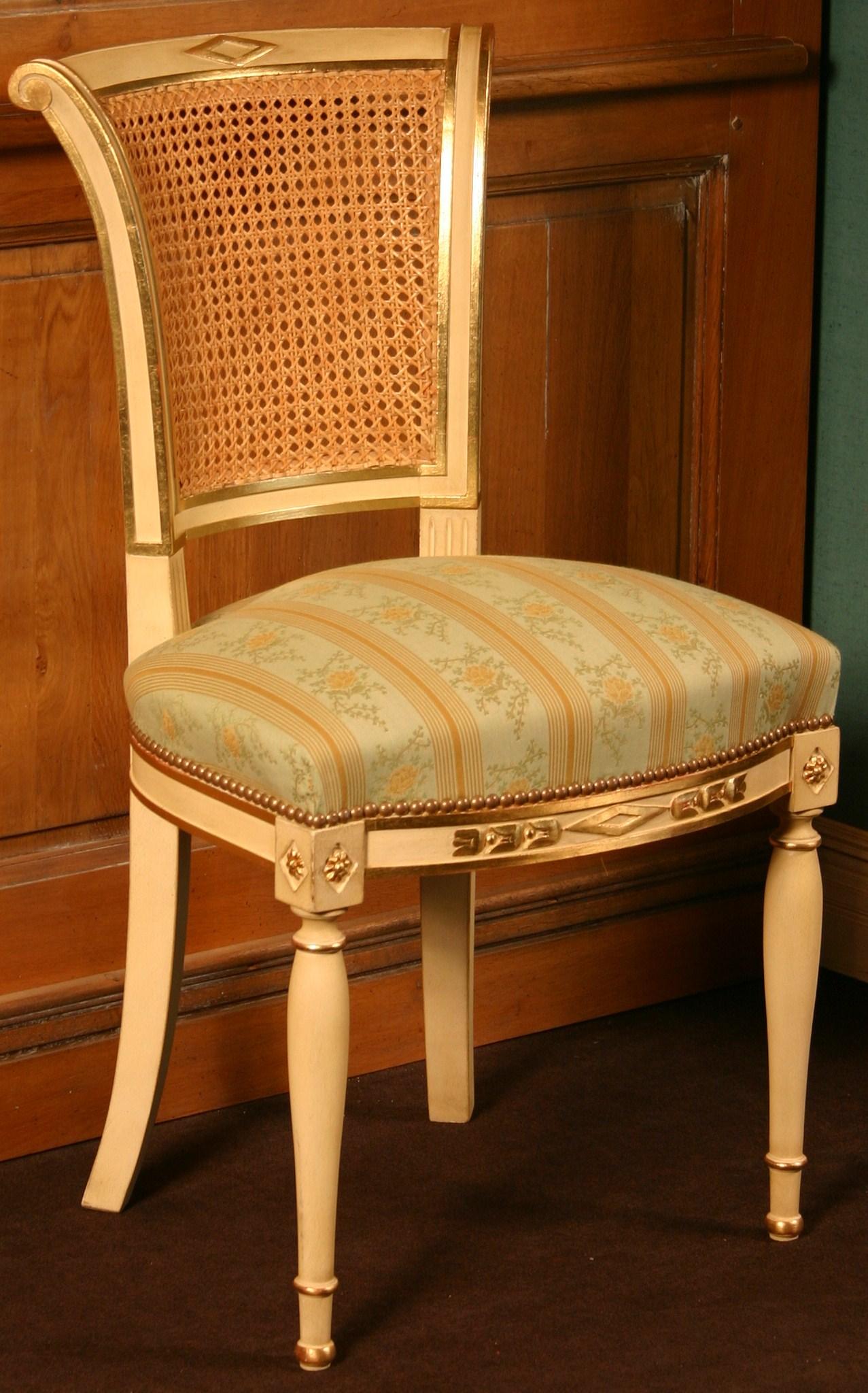 L 39 atelier de lila si ges de style directoire for Housse de chaise dossier arrondi